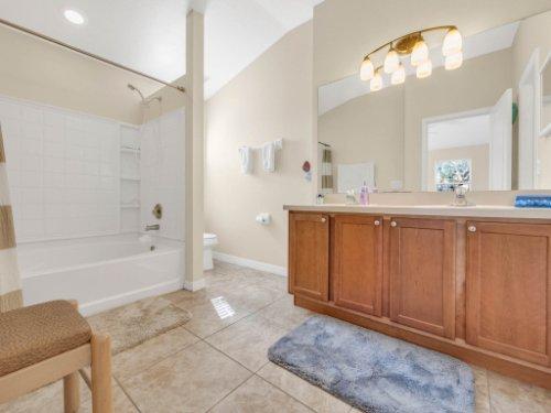 1721-Pine-Oak-Trail--Sanford--FL-32773----18---Master-Bathroom.jpg