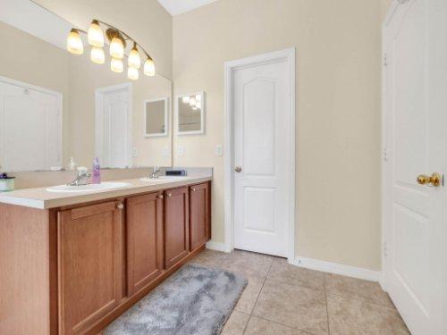 1721-Pine-Oak-Trail--Sanford--FL-32773----20---Master-Bathroom.jpg