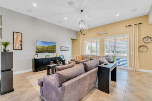 5008-Whistling-Wind-Ave--Kissimmee--FL-34758----10---Family-Room.jpg