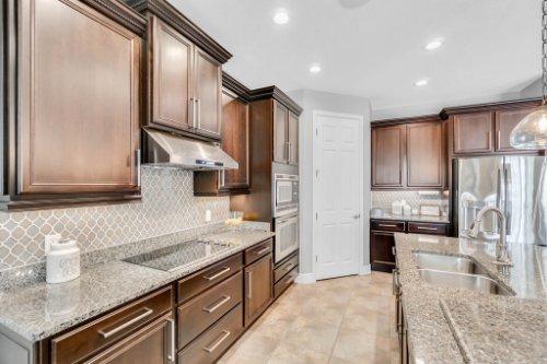5008-Whistling-Wind-Ave--Kissimmee--FL-34758----18---Kitchen.jpg