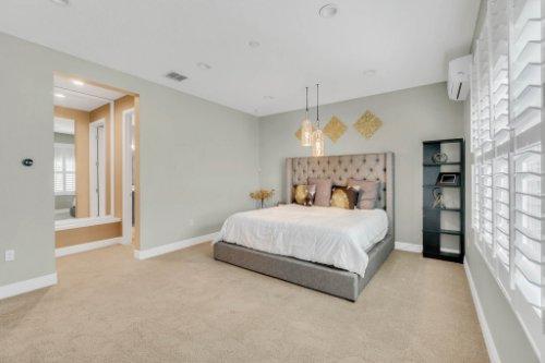 5008-Whistling-Wind-Ave--Kissimmee--FL-34758----20---Master-Bedroom.jpg