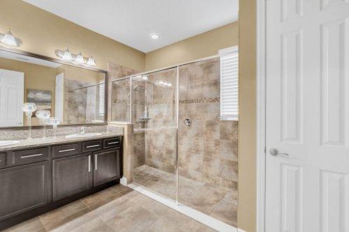 5008-Whistling-Wind-Ave--Kissimmee--FL-34758----22---Master-Bathroom.jpg
