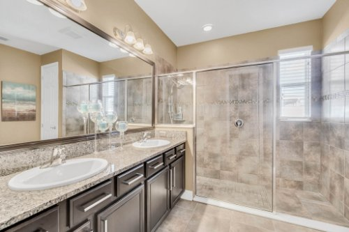 5008-Whistling-Wind-Ave--Kissimmee--FL-34758----23---Master-Bathroom.jpg