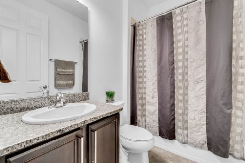 5008-Whistling-Wind-Ave--Kissimmee--FL-34758----28---Bathroom.jpg