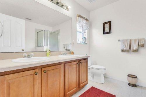 2719-Amanda-Kay-Way--Kissimmee--FL-34744----29---Master-Bathroom.jpg
