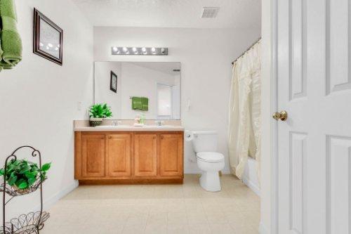 2719-Amanda-Kay-Way--Kissimmee--FL-34744----33---Bathroom.jpg