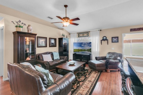 2251-Jessica-Ln--Kissimmee--FL-34744----06---Family-Room.jpg