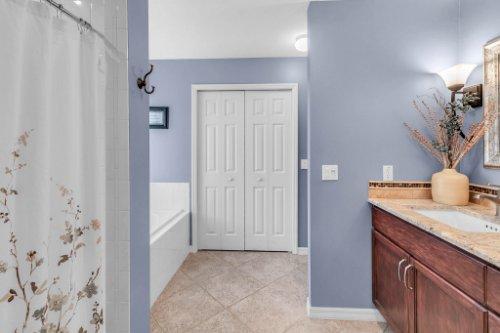 2251-Jessica-Ln--Kissimmee--FL-34744----19---Master-Bathroom.jpg