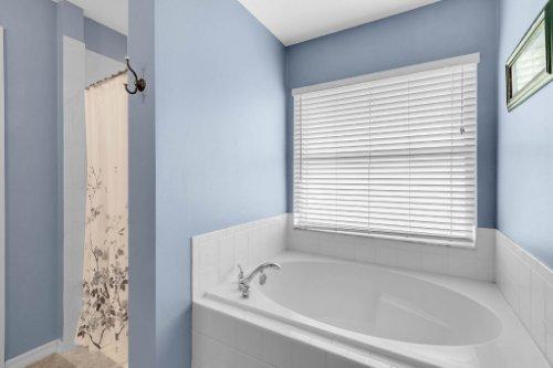 2251-Jessica-Ln--Kissimmee--FL-34744----21---Master-Bathroom.jpg