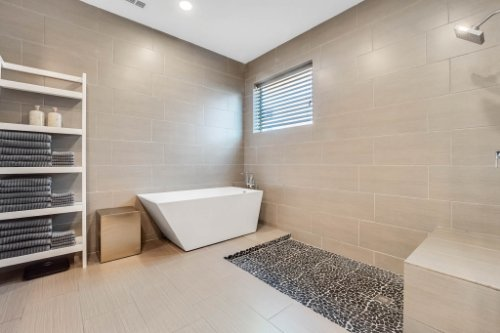 8725-Iron-Mountain-Trail--Windermere--FL-34786----26---Master-Bathroom.jpg