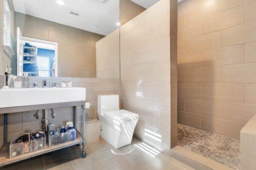 8725-Iron-Mountain-Trail--Windermere--FL-34786----38---Bathroom.jpg
