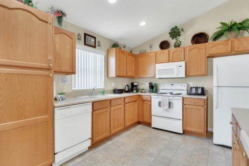 15935-Heron-Hill-St--Clermont--FL-34714----12---Kitchen.jpg