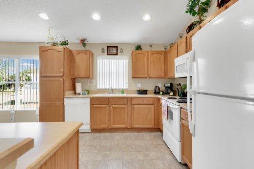 15935-Heron-Hill-St--Clermont--FL-34714----13---Kitchen.jpg