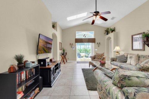 15935-Heron-Hill-St--Clermont--FL-34714----16---Family-Room.jpg