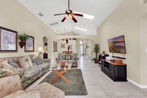 15935-Heron-Hill-St--Clermont--FL-34714----17---Family-Room.jpg