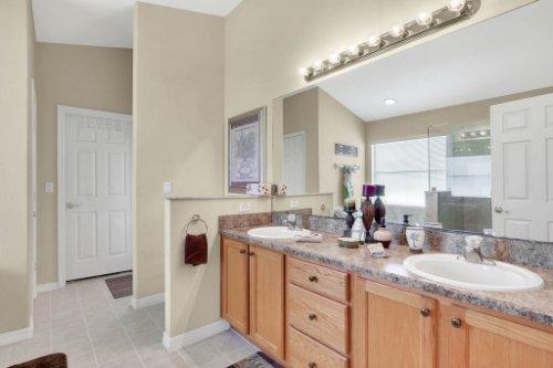 15935-Heron-Hill-St--Clermont--FL-34714----22---Master-Bathroom.jpg