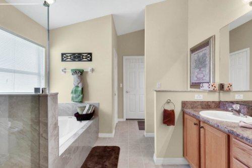 15935-Heron-Hill-St--Clermont--FL-34714----23---Master-Bathroom.jpg