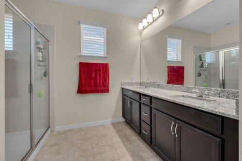 12279-Joshua-Tree-Trail--Windermere--FL-34786----18---Master-Bathroom.jpg
