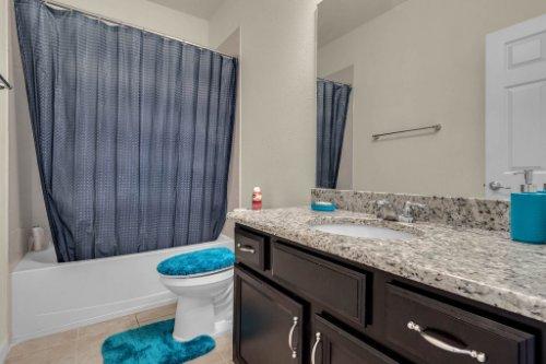 12279-Joshua-Tree-Trail--Windermere--FL-34786----19---Bathroom.jpg