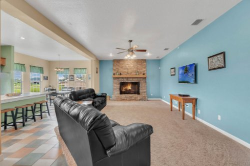 19309-Lake-Pickett-Rd--Orlando--FL-32820----08---Family-Room.jpg
