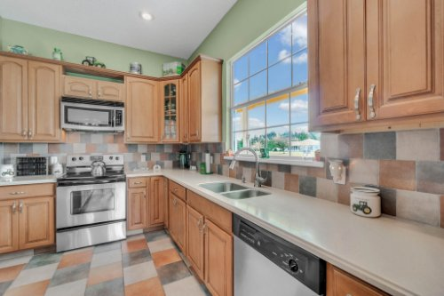 19309-Lake-Pickett-Rd--Orlando--FL-32820----13---Kitchen.jpg