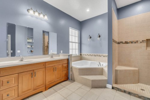 19309-Lake-Pickett-Rd--Orlando--FL-32820----20---Master-Bathroom.jpg