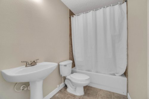 19309-Lake-Pickett-Rd--Orlando--FL-32820----27---Bathroom.jpg
