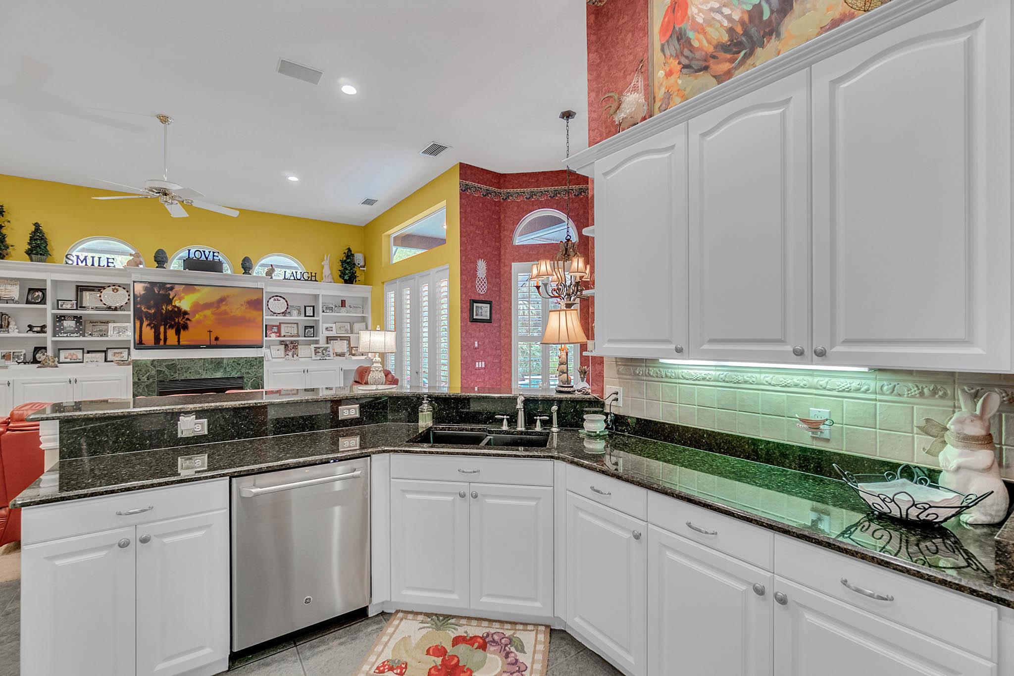 429-Fawn-Hill-Pl--Sanford--FL-32771----20---Kitchen.jpg