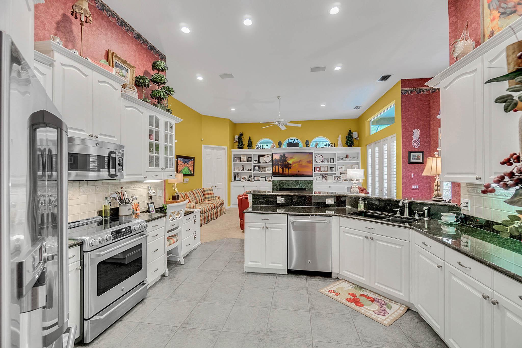 429-Fawn-Hill-Pl--Sanford--FL-32771----21---Kitchen.jpg