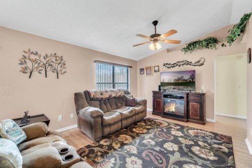 751-Brantly-Rd--Osteen--FL-32764----05---Family-Room.jpg