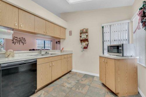 751-Brantly-Rd--Osteen--FL-32764----10---Kitchen.jpg