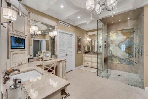 2000-N-Lake-Eloise-Dr--Winter-Haven--FL-33884----30---Master-Bathroom.jpg