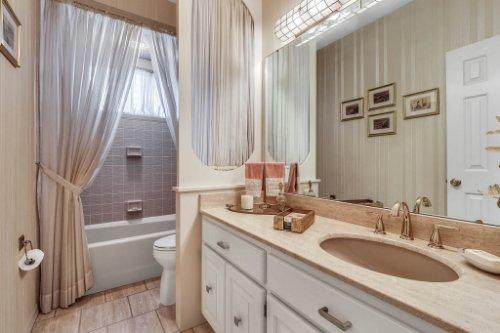 2000-N-Lake-Eloise-Dr--Winter-Haven--FL-33884----38---Bathroom.jpg