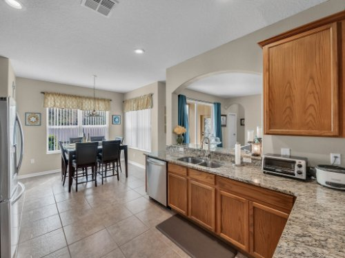 5549-Oakworth-Pl--Sanford--FL-32773----17---Kitchen.jpg