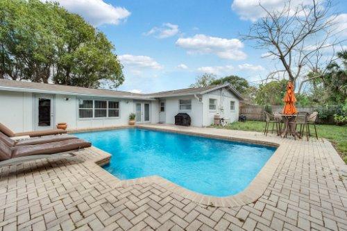 1812-Elsa-St--Orlando--FL-32806----06---Pool.jpg