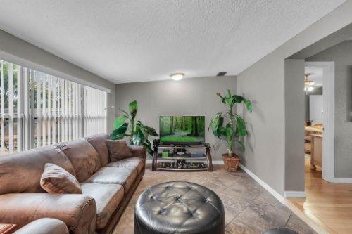 1812-Elsa-St--Orlando--FL-32806----14---Family-Room.jpg