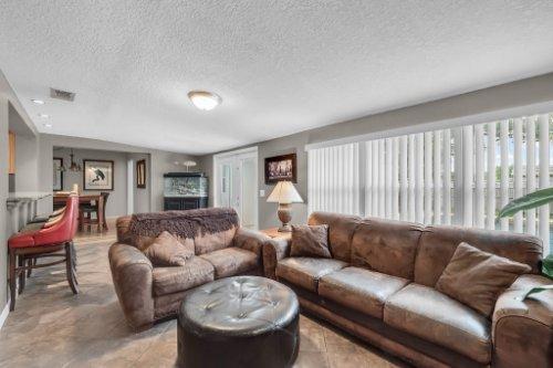 1812-Elsa-St--Orlando--FL-32806----16---Family-Room.jpg
