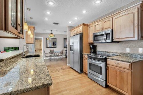 1812-Elsa-St--Orlando--FL-32806----21---Kitchen.jpg