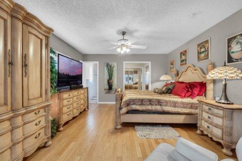 1812-Elsa-St--Orlando--FL-32806----24---Master-Bedroom.jpg