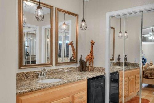 1812-Elsa-St--Orlando--FL-32806----25---Master-Bedroom.jpg