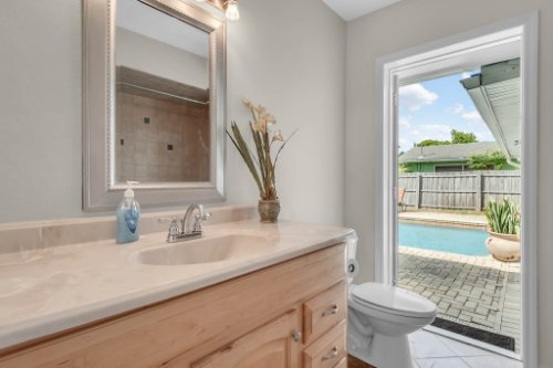 1812-Elsa-St--Orlando--FL-32806----30---Bathroom.jpg