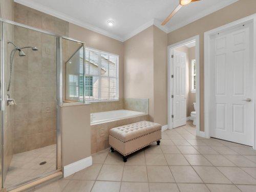 11325-N-Camden-Commons-Dr--Windermere--FL-34786----28---Master-Bathroom-copy.jpg