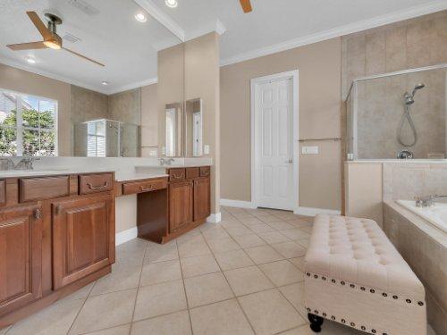11325-N-Camden-Commons-Dr--Windermere--FL-34786----30---Master-Bathroom.jpg