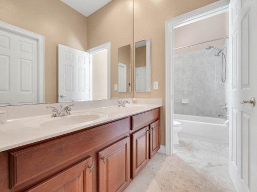 11325-N-Camden-Commons-Dr--Windermere--FL-34786----32---Bathroom.jpg