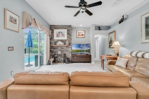 1077-Winding-Waters-Cir--Winter-Springs--FL-32708---17---Family-Room.jpg