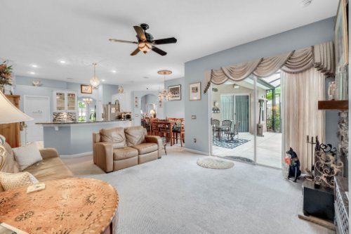 1077-Winding-Waters-Cir--Winter-Springs--FL-32708---18---Family-Room.jpg