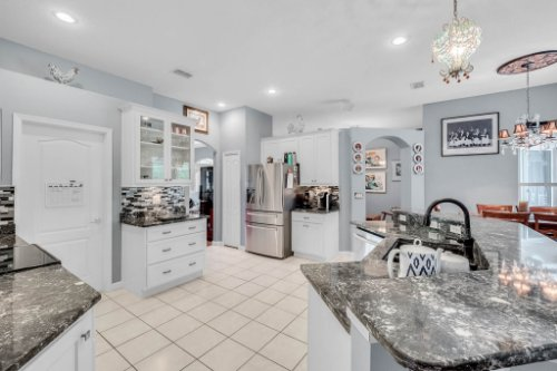 1077-Winding-Waters-Cir--Winter-Springs--FL-32708---21---Kitchen.jpg