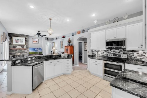 1077-Winding-Waters-Cir--Winter-Springs--FL-32708---23---Kitchen.jpg