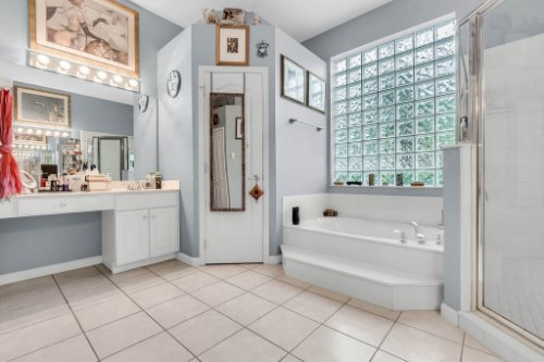 1077-Winding-Waters-Cir--Winter-Springs--FL-32708---31---Master-Bathroom.jpg
