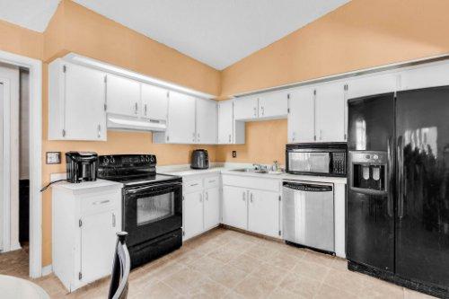 5267-Crisfield-Ct--Orlando--FL-32808---15---Kitchen.jpg